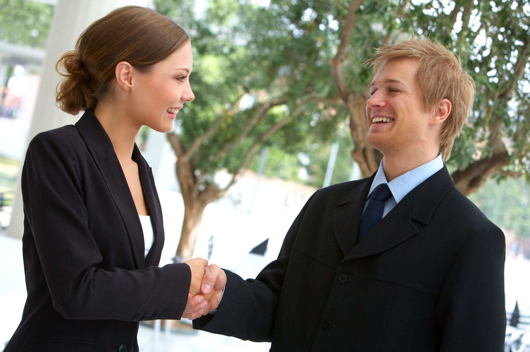 man_and_woman_shaking_hands1
