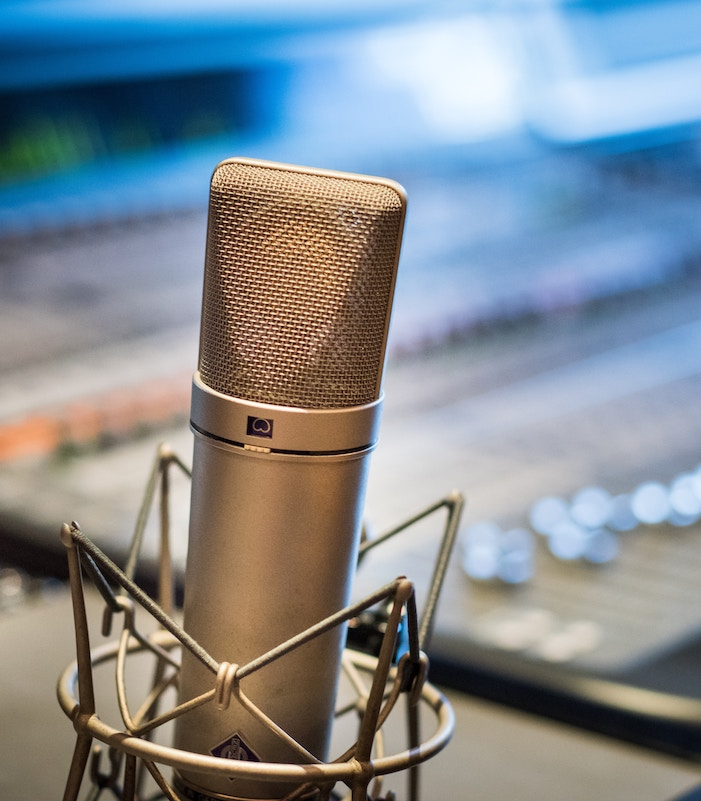 Communicate with a voice actor: image of a Neumann U87 microphone