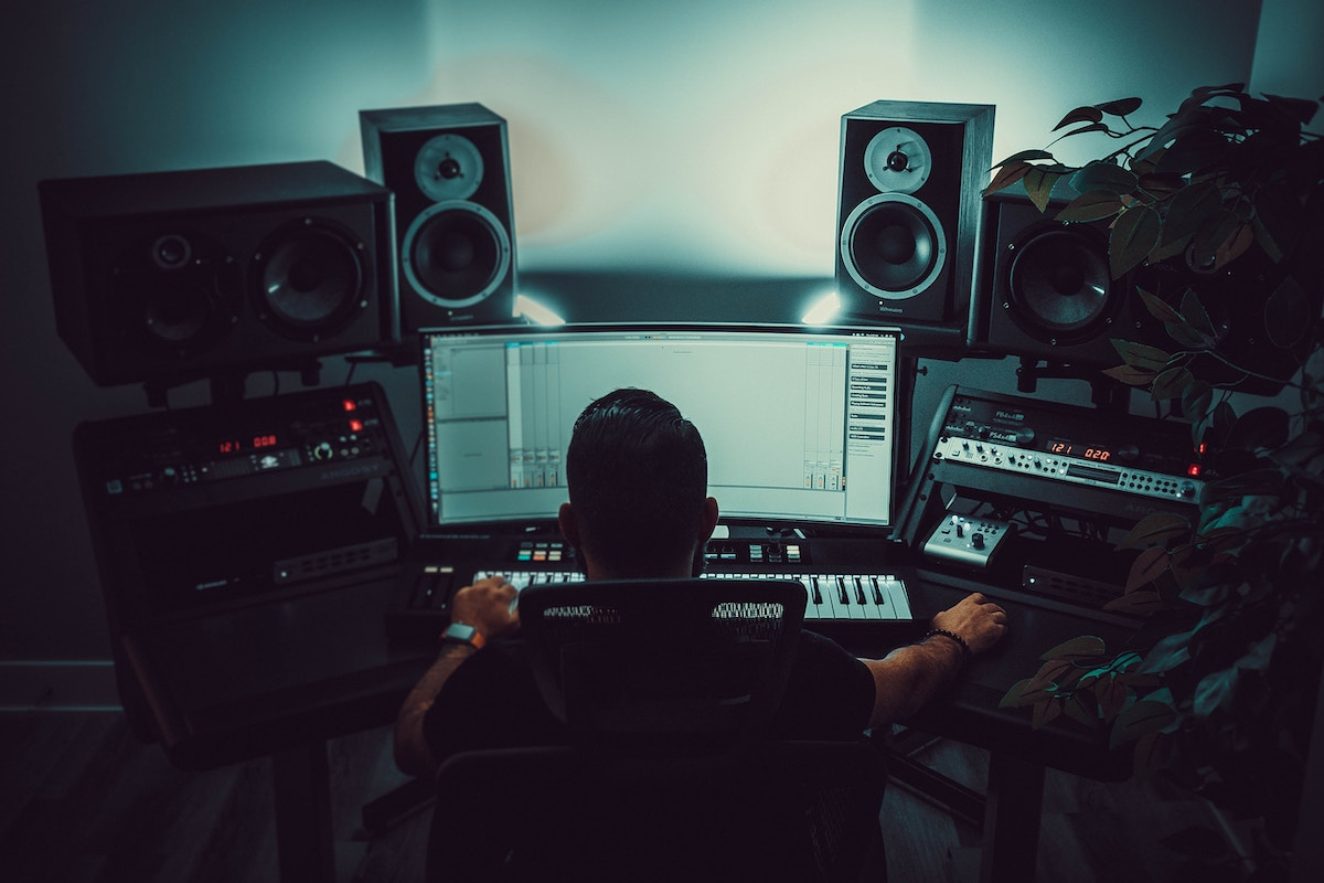 Communicate with a voice actor: image of a sound engineer in front of a mixing desk.