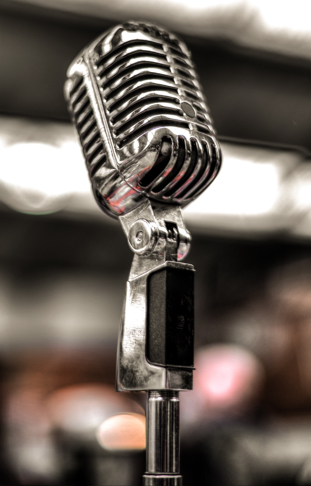 Podcast intros that attract listeners: image of microphone