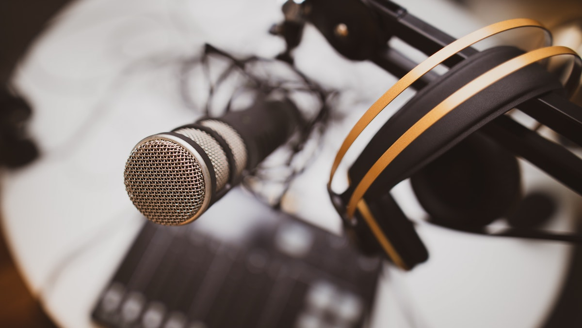 using a pro voice over: image of mic and headphones