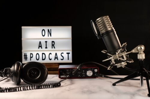 Podcast at your best: image of mic and headphones