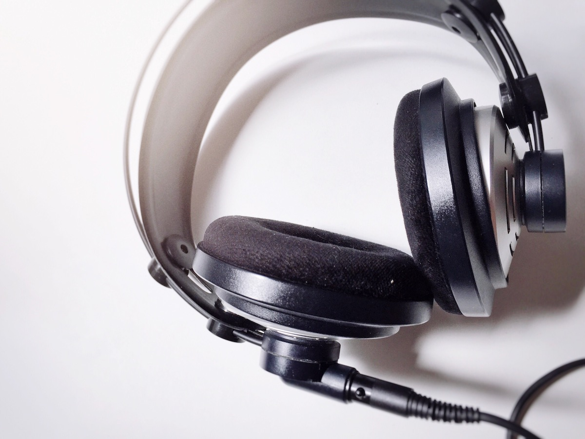 5 must-haves for a voice actor's recording environment: image of pro studio headphones