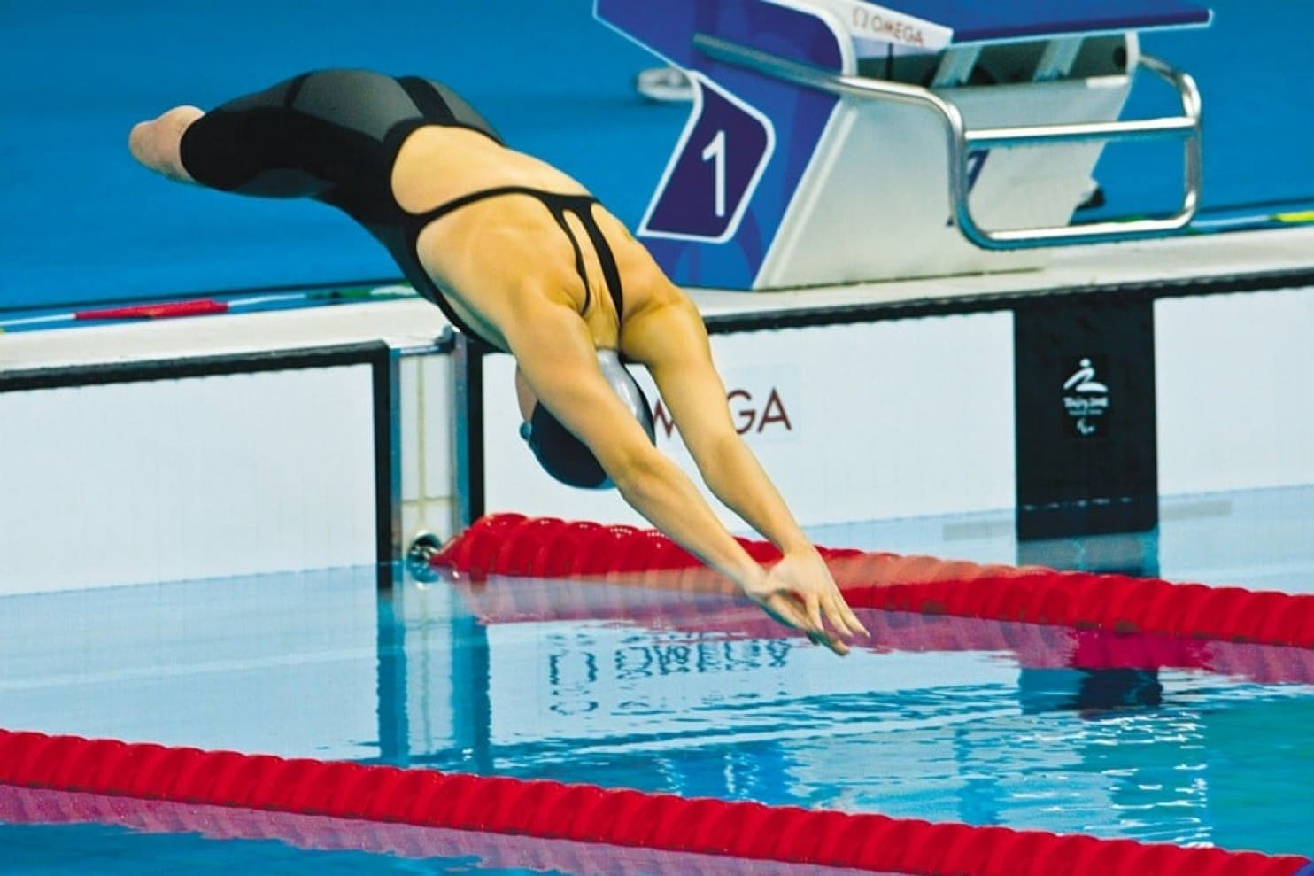 Super Bowl: image of swimmer Jessica Long diving into a pool